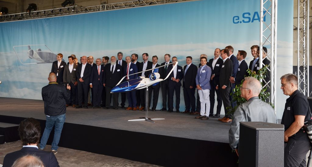 Das komplette Team rund um das Silent Air Taxi. Innovation made in Aachen.